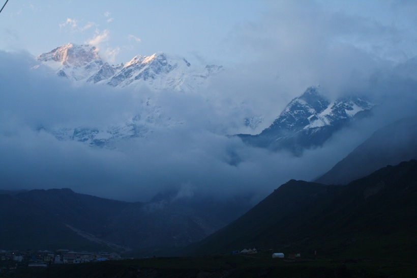 A view of Sumeru range and Kedarnath valley from the trail.