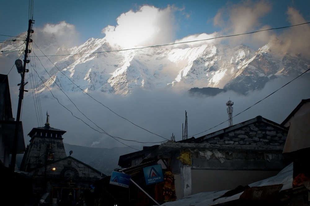 The magnificent peaks over Kedarnath temple