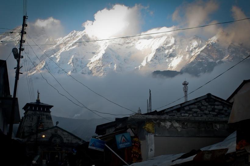 The magnificent peaks over Kedarnath temple