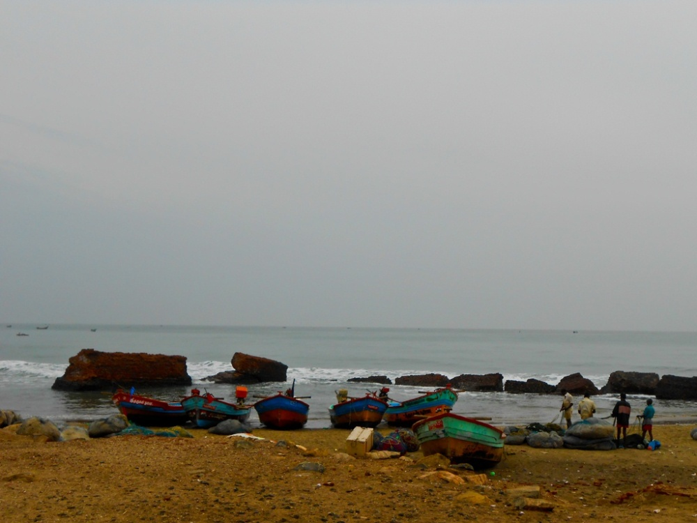 Fishermen at work on a Sunday morning, opposite to the fort. They inhabit the modern day Tarangambadi.