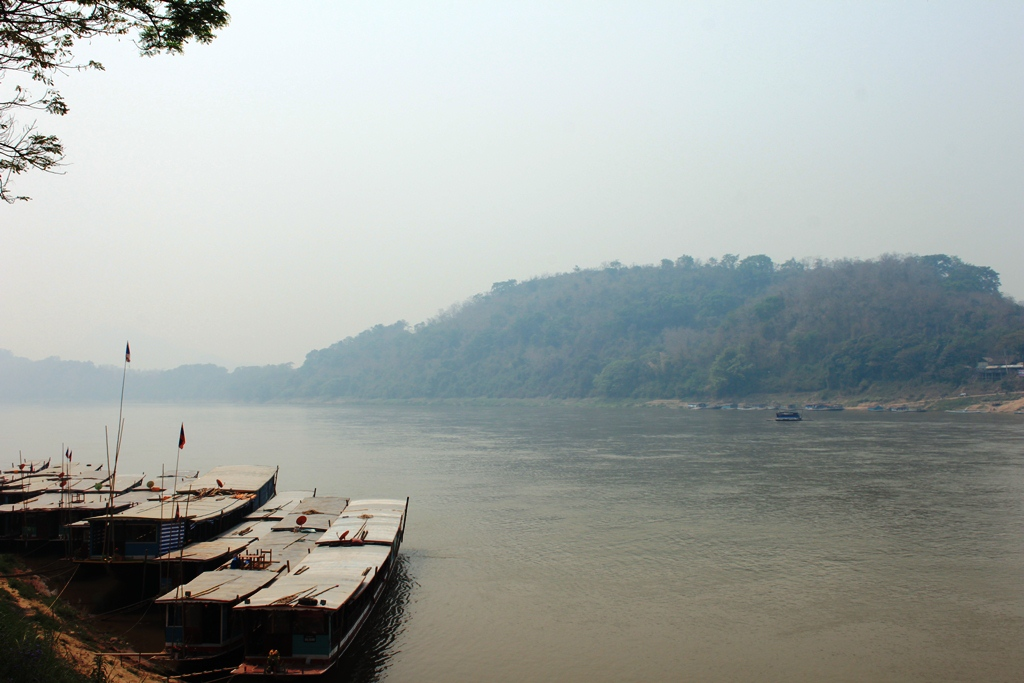 The long boats with a powerful outboard engine on the Mekong are an adventurous way to arrive into Luang Prabang.