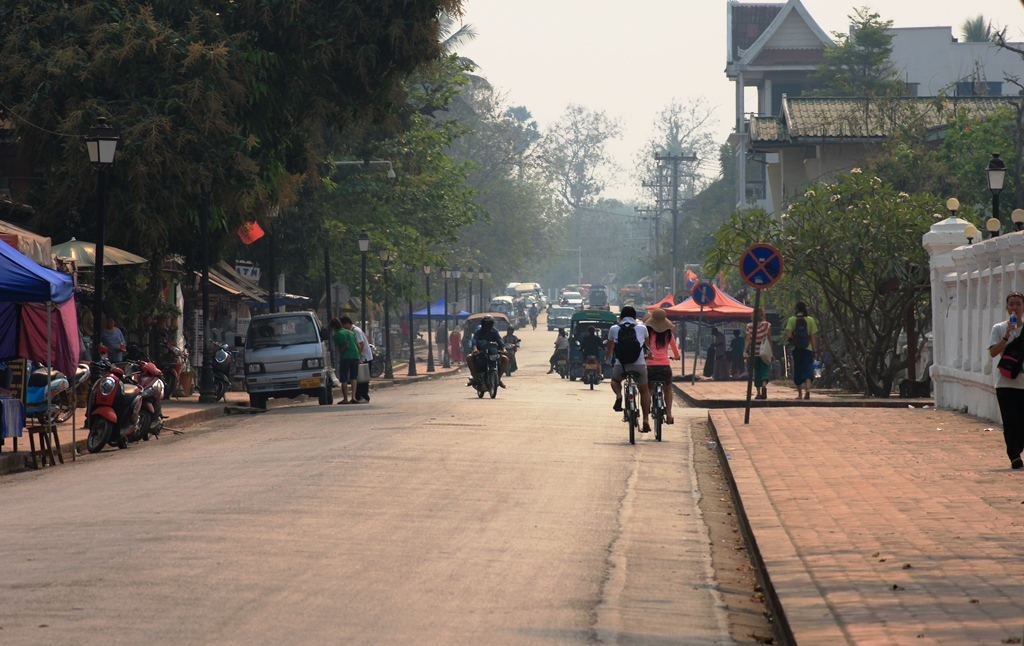 Sisavanvong Road: The main thoroughfare in the town